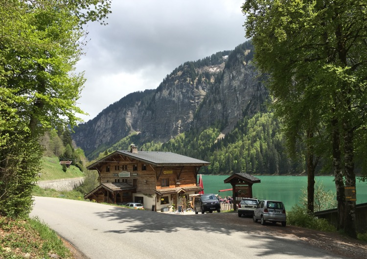 Lac Montriond and Le Verdoyant