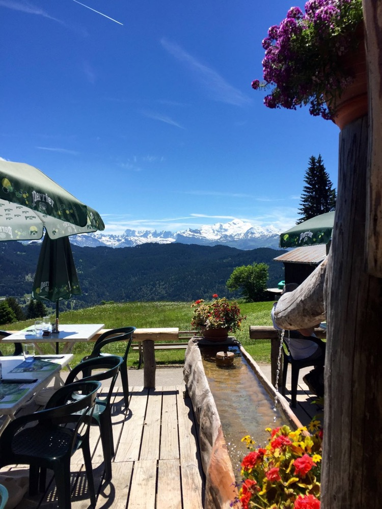 Les Chevrelles - Simply stunning location to dine with a view in Les Gets.
