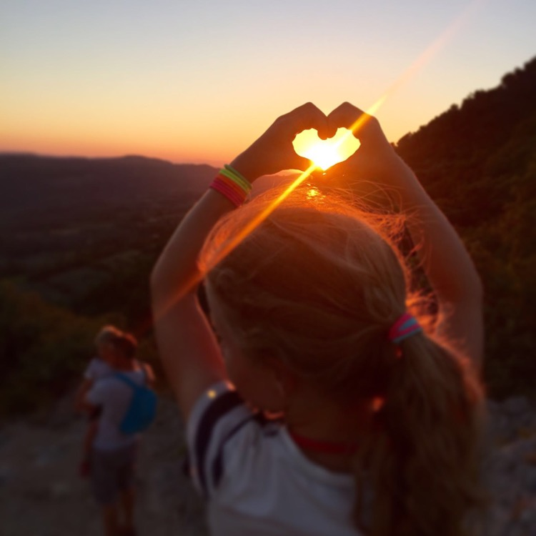 Iz throwing up some sunset love over Nyons.