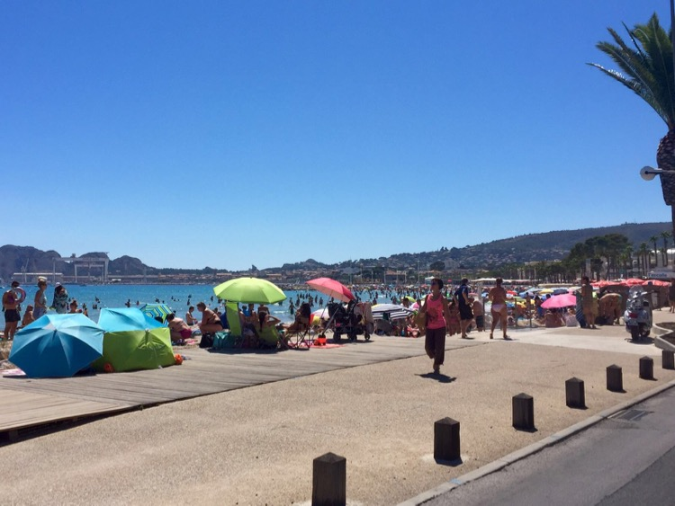 La Ciotat provided the last chance for a beach but it was rammed! Let's go home!