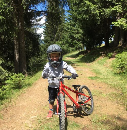 Downhillin' with the wee man in Bike Park Les Gets