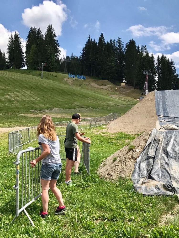 Volunteers were also working hard outside, setting up barriers ahead of Crankworx Les Gets 2017.