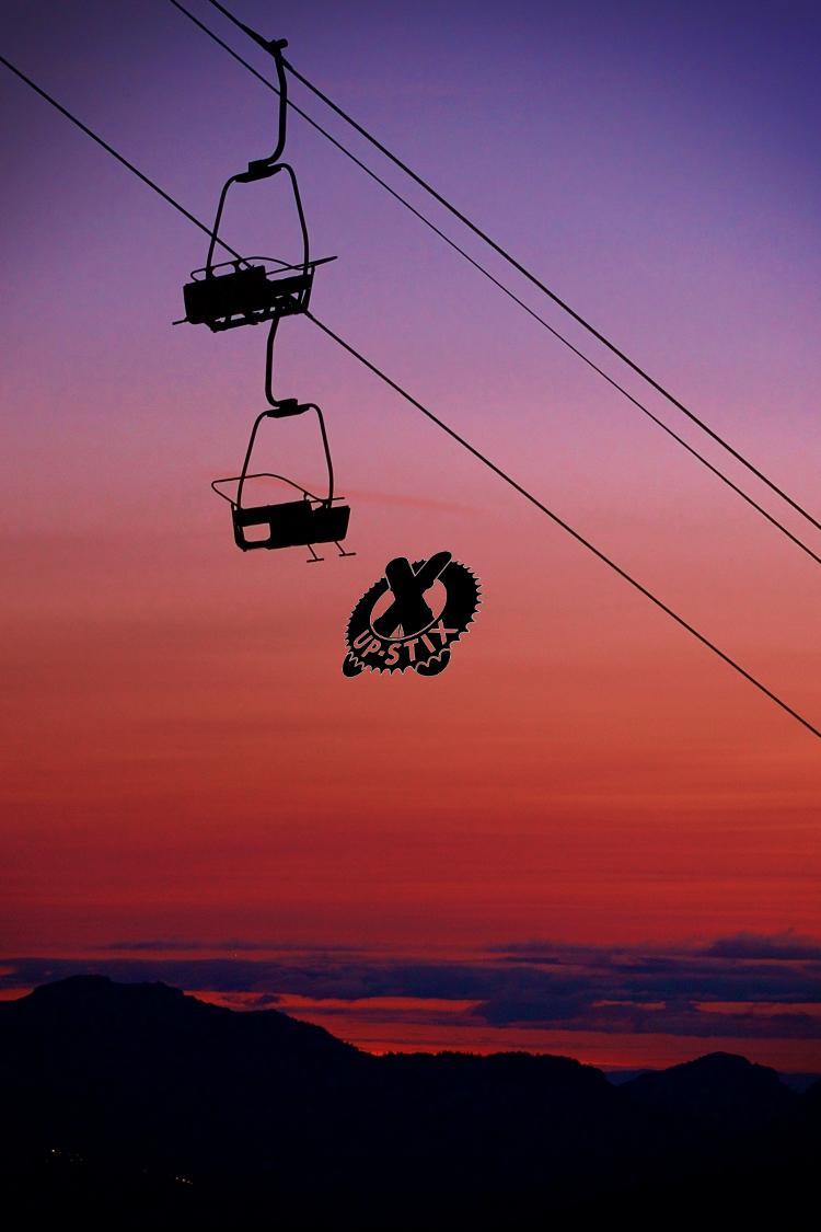 Nyon Morzine sunset Chairlift La Pointe 08 2018 Up-Stix