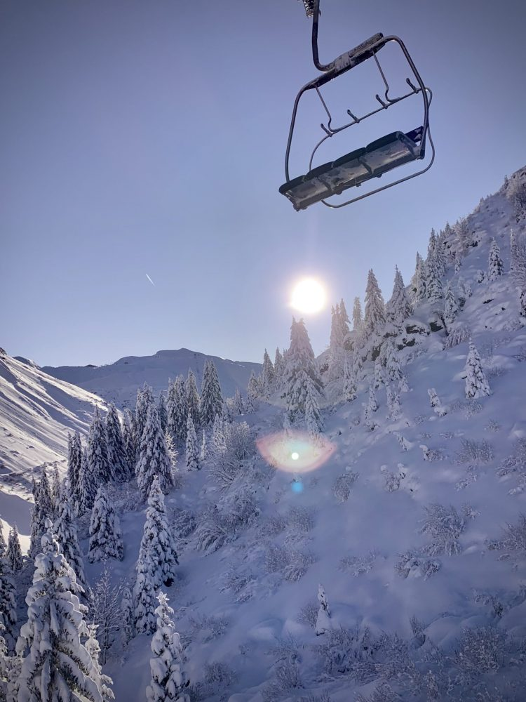 Avoriaz Opening day 30.11.19 blue sky snow Chairlift NinaClarePhoto Up-Stix.jpg