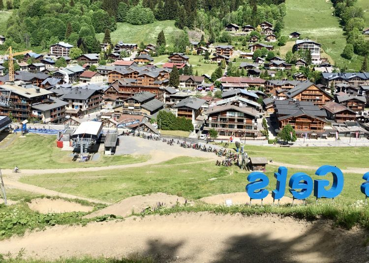 Summer 2020 and the lift queues have been long here in Les Gets - Up-Stix summer-season wind-down