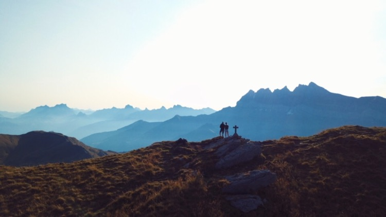 Pot noodles, red wine and a night on Pointe de Mossettes.