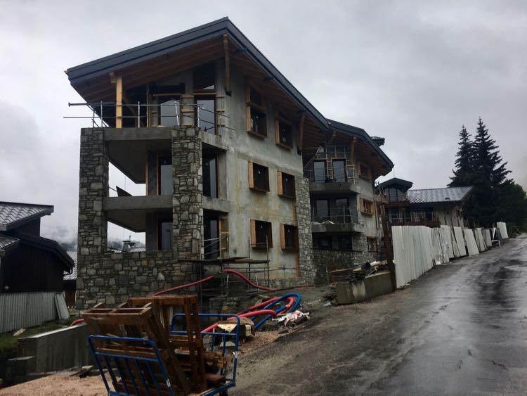 Kinabalu next to Annapurna, Les Gets.