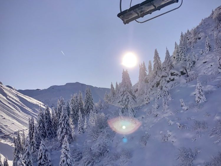 Avoriaz Opening day 30.11.19 blue sky snow Chairlift NinaClarePhoto Up-Stix.jpg